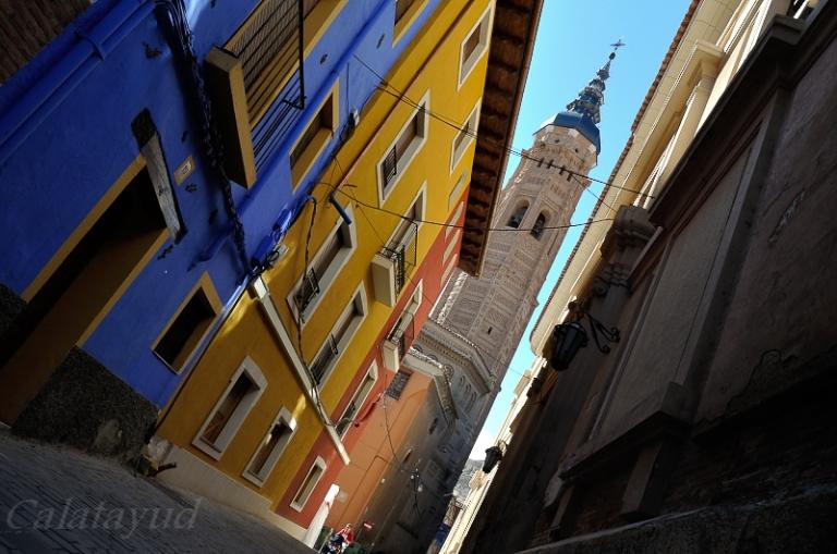 Cuando llegamos a una ciudad, solemos pasear  por sus calles más céntricas que coinciden con la parte más antigua e histórica de la ciudad. Estas calles estrechas, coloreadas y de construcciones de piedra que encierran multitud de historias…